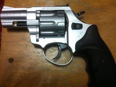 В Рославле одному из драчунов подоспевшая полиция помешала применить револьвер
