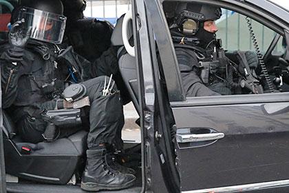 В Марселе из автоматов обстреляли полицейских
