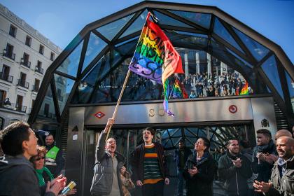 Главу службы безопасности мадридского метро уволили из-за геев