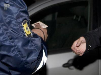На улице Багратиона гаишники поймали водителя иномарки с липовой «корочкой»