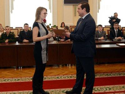 Власти наградили ученых и талантливую молодежь