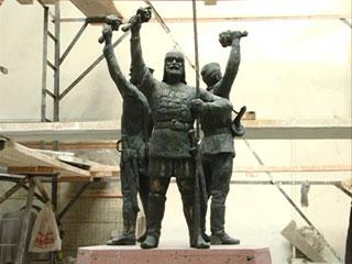 В Смоленске отлита первая из трех скульптур для памятника защитникам города