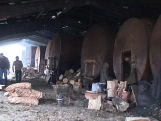 В Духовщинском районе полицейские закрыли подпольное производство древесного угля для мангалов