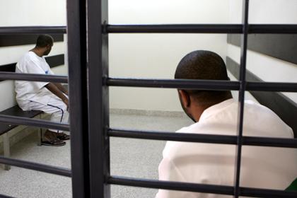 Двое полицейских в Дубае получили тюремный срок за участие в секс-вечеринке
