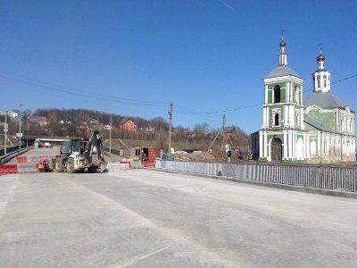 Проезд по Крестовоздвиженскому мосту откроют в воскресенье