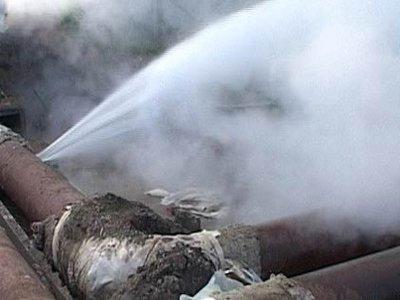 На проблемной улице 25 Сентября снова забил фонтан кипятка