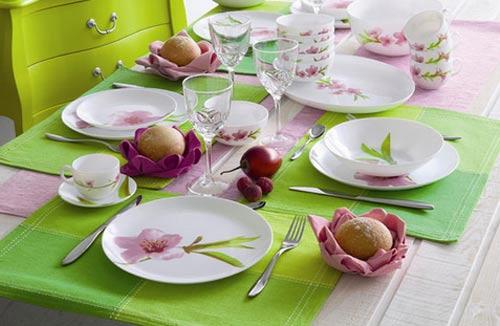 Изысканное украшение обеденного стола