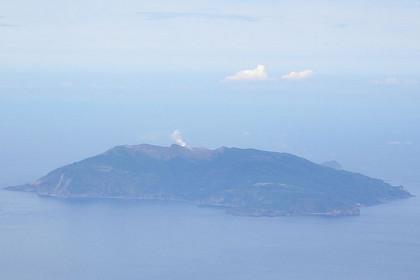 На юге Японии внезапно начал извергаться вулкан