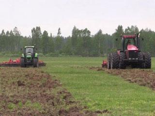 Смоленским аграриям показали новую сельхозтехнику