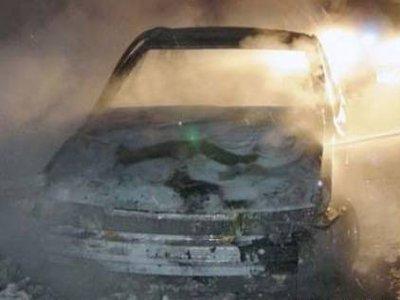 Покатавшиеся на чужой машине парни не смогли замести следы поджога авто