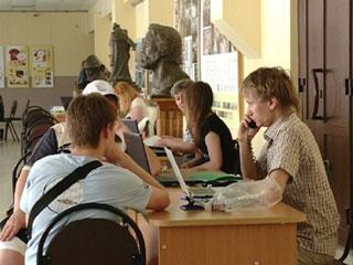В Смоленских вузах начали принимать документы абитуриентов