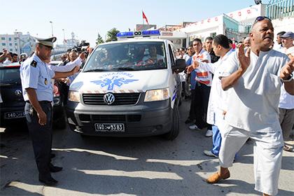 В результате столкновения поезда с грузовиком в Тунисе погибли 17 человек
