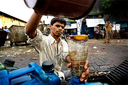 В Мумбаи 33 человека умерли от алкогольного отравления