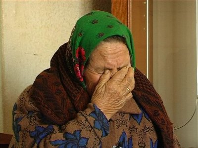 Отдавшая «заговорить» деньги бабушка получила взамен резаные газеты