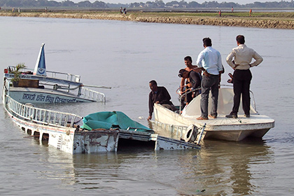 В Бангладеш затонуло судно со ста пассажирами на борту