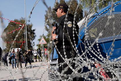 В Тунисе трое полицейских погибли в перестрелке с боевиками
