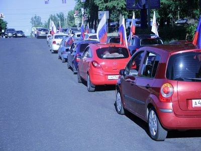 По Смоленску проехала вереница красных, синих и белых машин