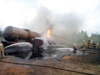 В Смоленской области на подъездной железнодорожной ветке загорелся топливозаправщик