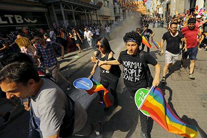 В Анкаре появились плакаты с призывами расправиться с геями