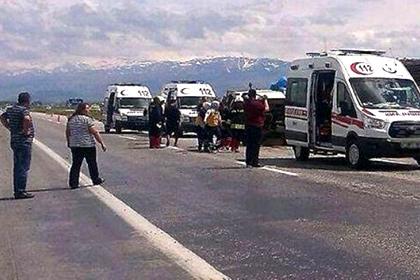 В аварии на западе Турции погибли 15 человек