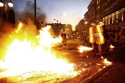 Противники соглашения с кредиторами устроили беспорядки в Афинах