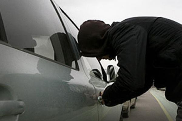 В Смоленске полицейские раскрыли кражу автомашины