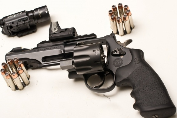 Смоленская полиция изъяла два револьвера
