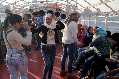 В Каире прогулочный катер столкнулся с сухогрузом на Ниле