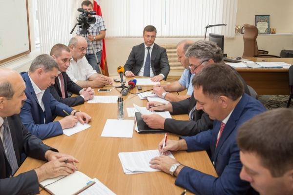 Городские власти обсудили ситуацию с ларьками в Смоленске