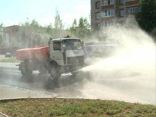 Из-за аномально теплой погоды в Смоленске коммунальщики стали активнее убирать город