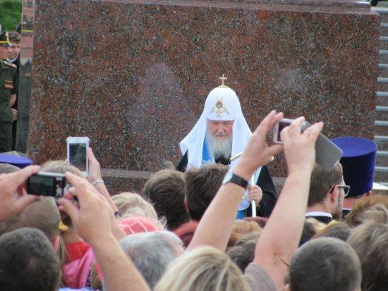 Патриарх Кирилл освятил памятник крестителю Руси в Смоленске