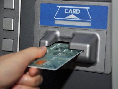 Смолянка умыкнула деньги с банковской карты подруги