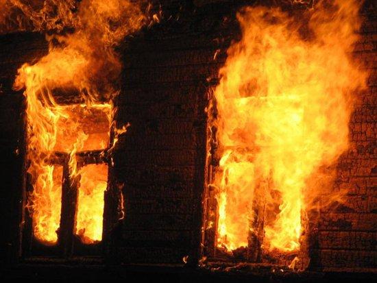 Двое детей остались дома одни и не смогли выбраться во время пожара