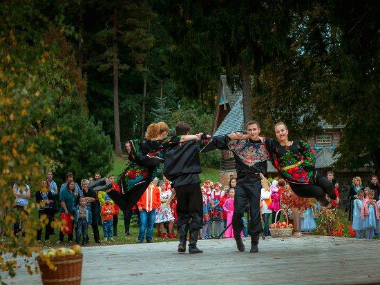 В Теремке устроили праздник урожая «Золотая Осень»