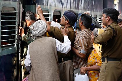 В индийском поезде обнаружили пять взрывных устройств