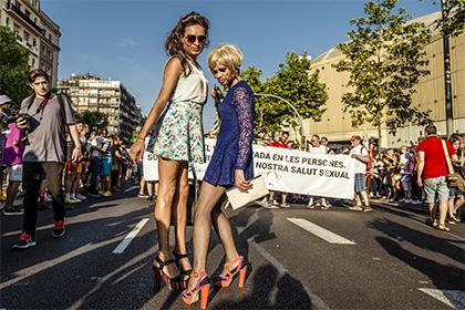 Ватикан отказал транссексуалам в праве быть крестными родителями