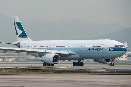 Пассажирский самолет экстренно приземлился на Бали из-за возгорания двигателя