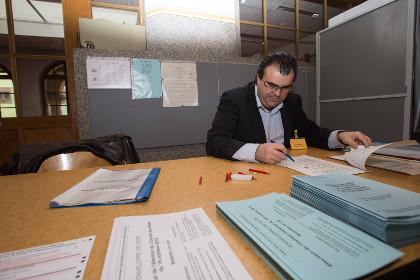 На выборах в Швейцарии в лидеры вышли противники миграции