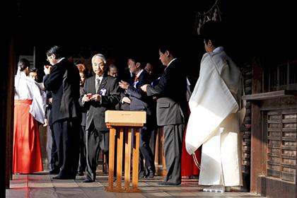 Японские парламентарии посетили храм Ясукуни