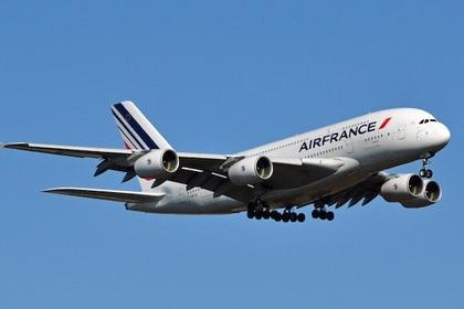 Два самолета Air France изменили маршрут из-за угроз взрыва