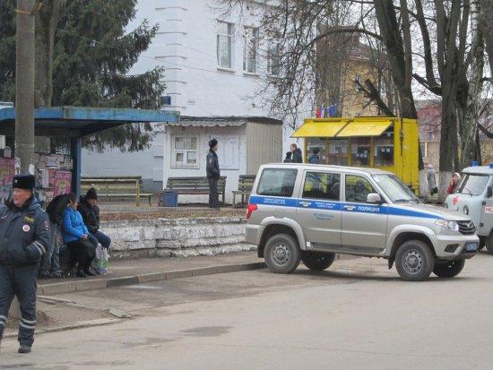 Ярцевский автовокзал оцепила полиция из-за подозрительного чемодана