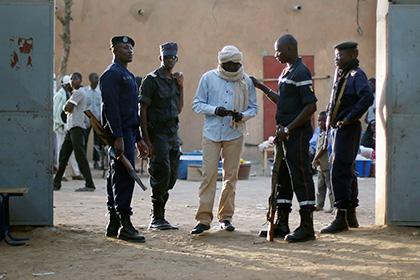 Боевики в малийском отеле взяли в заложники 170 человек
