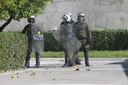 У бизнес-центра в Афинах взорвалась бомба