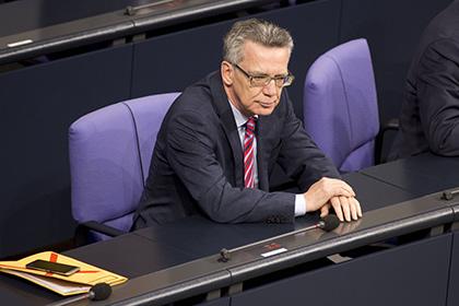 Глава МВД Германии предложил ввести годовые квоты на беженцев