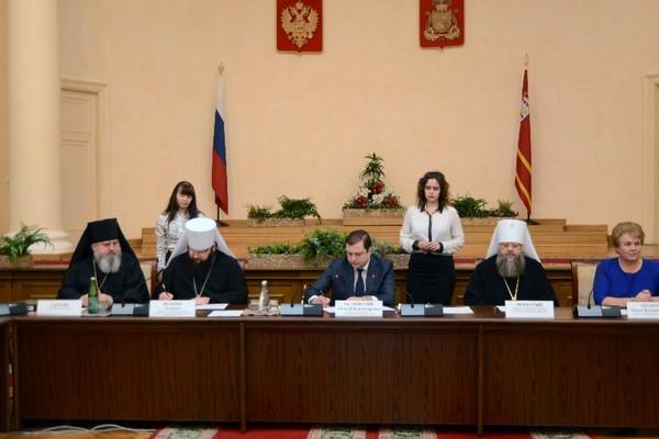 В Смоленске губернатор и митрополит подписали договор о сотрудничестве