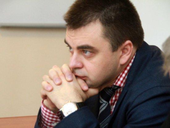 Среди смоленских бюджетников собирают подписи против депутата Казакова