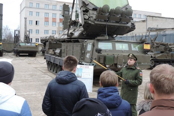 Смоленская военная академия на день открыла двери для потенциальных курсантов