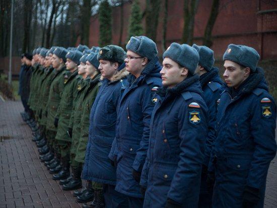 Смоленских новобранцев торжественно проводили служить на Северный флот