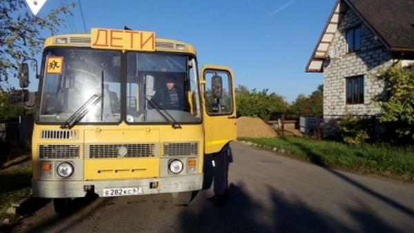 В Смоленской области школьнику приходилось ходить на остановку автобуса 1,7 км по бездорожью