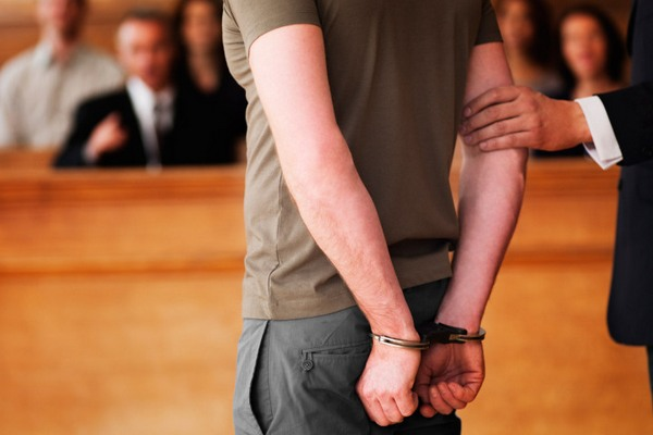 В Смоленской области будут судить подростка, побившего участкового